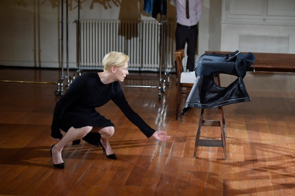 Cloakroom-a-performance-by-Olivier-Saillard-and-Tilda-Swinton-007