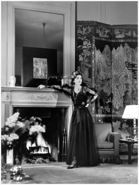 gabrielle-chanel-in-her-suite-at-the-ritz-hotel-in-paris-1937